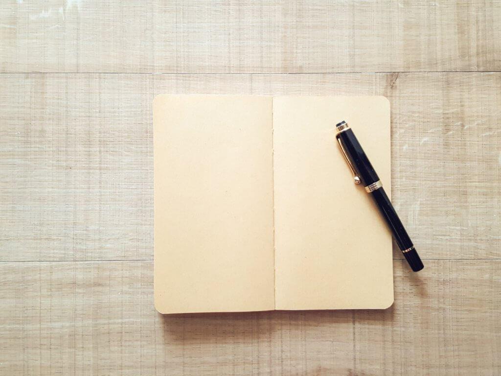 高級なノートとペン