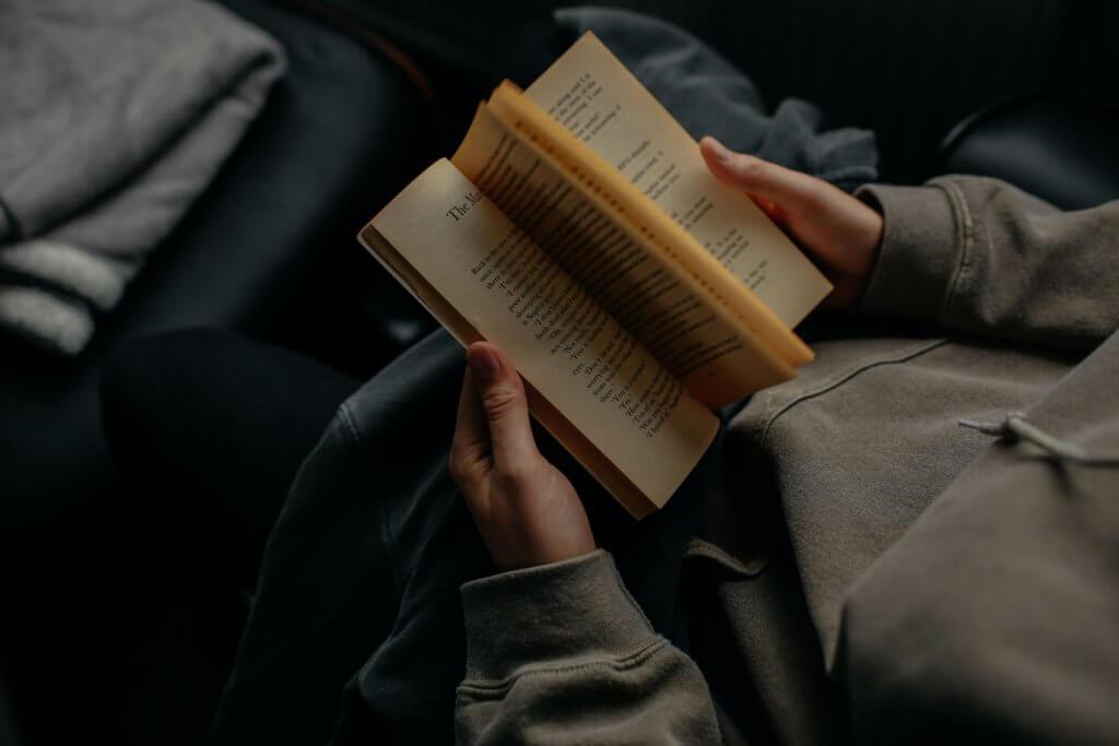 ペーパーバックを読む人