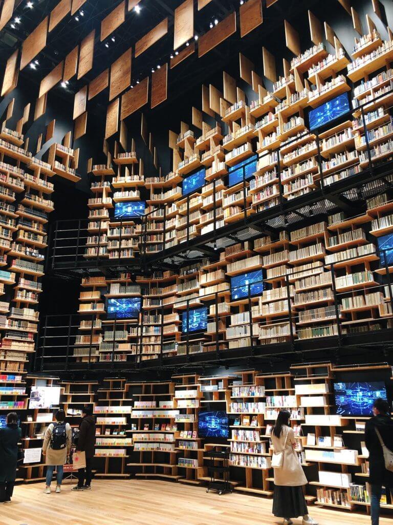 高さ8mの本棚劇場