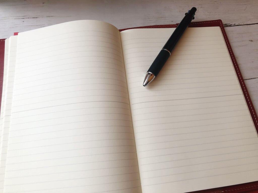 お気に入りの読書ノートと4色ジェットストリームボールペン