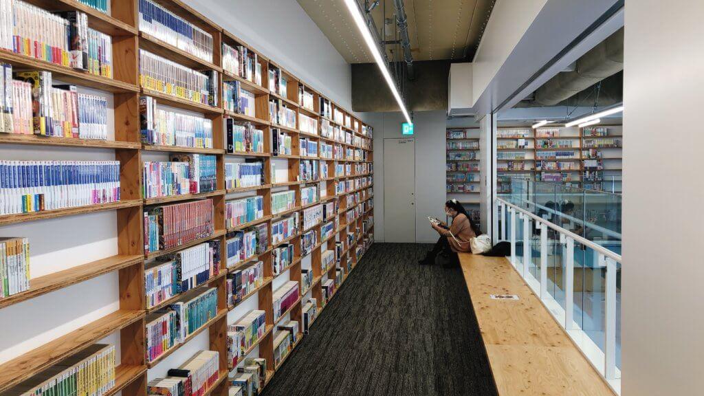 マンガ・ラノベ図書館 2Fの読書スペース