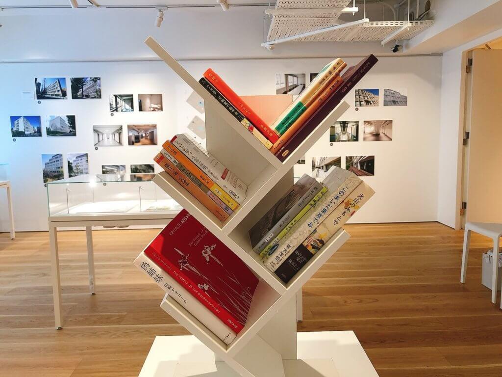 展示のテーマに合った書籍